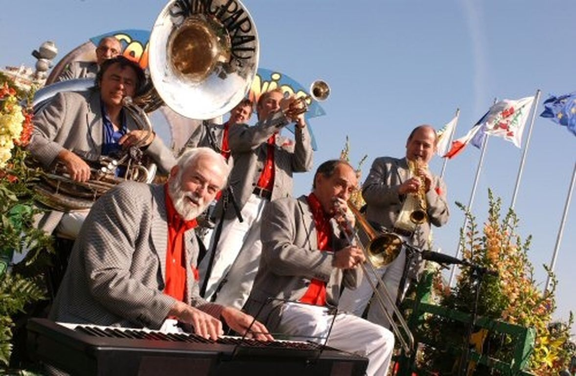 jazz-band-new-orleans_Swing_Parade_Bataille_de_fleurs