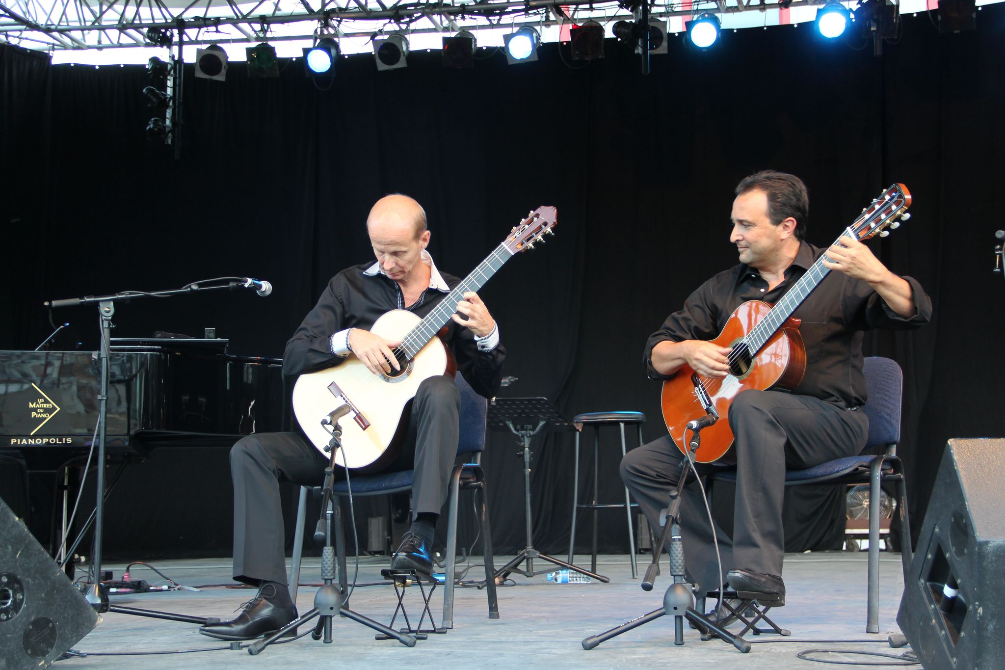 nice-guitar-duet_contes-paioun-ven-2012_4