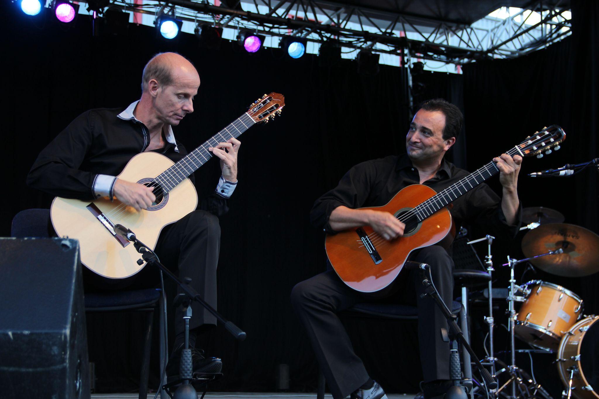 nice-guitar-duet_contes-paioun-ven-2012_8